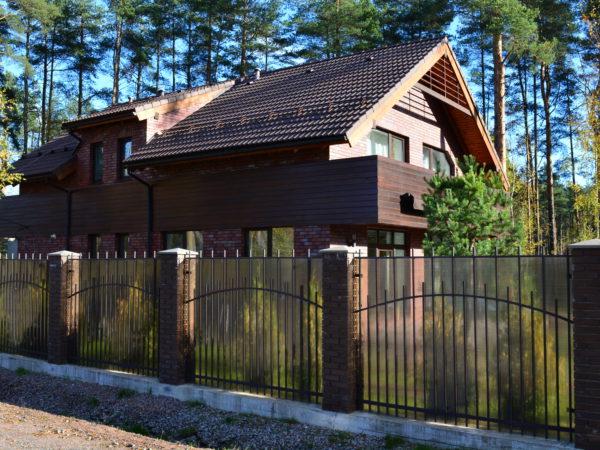 Фундамент под забор: кованный забор с поликарбонатом