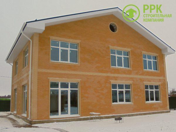 Загородный дом из газобетона. Отделка фасада — клинкерный лицевой кирпич ЛСР.