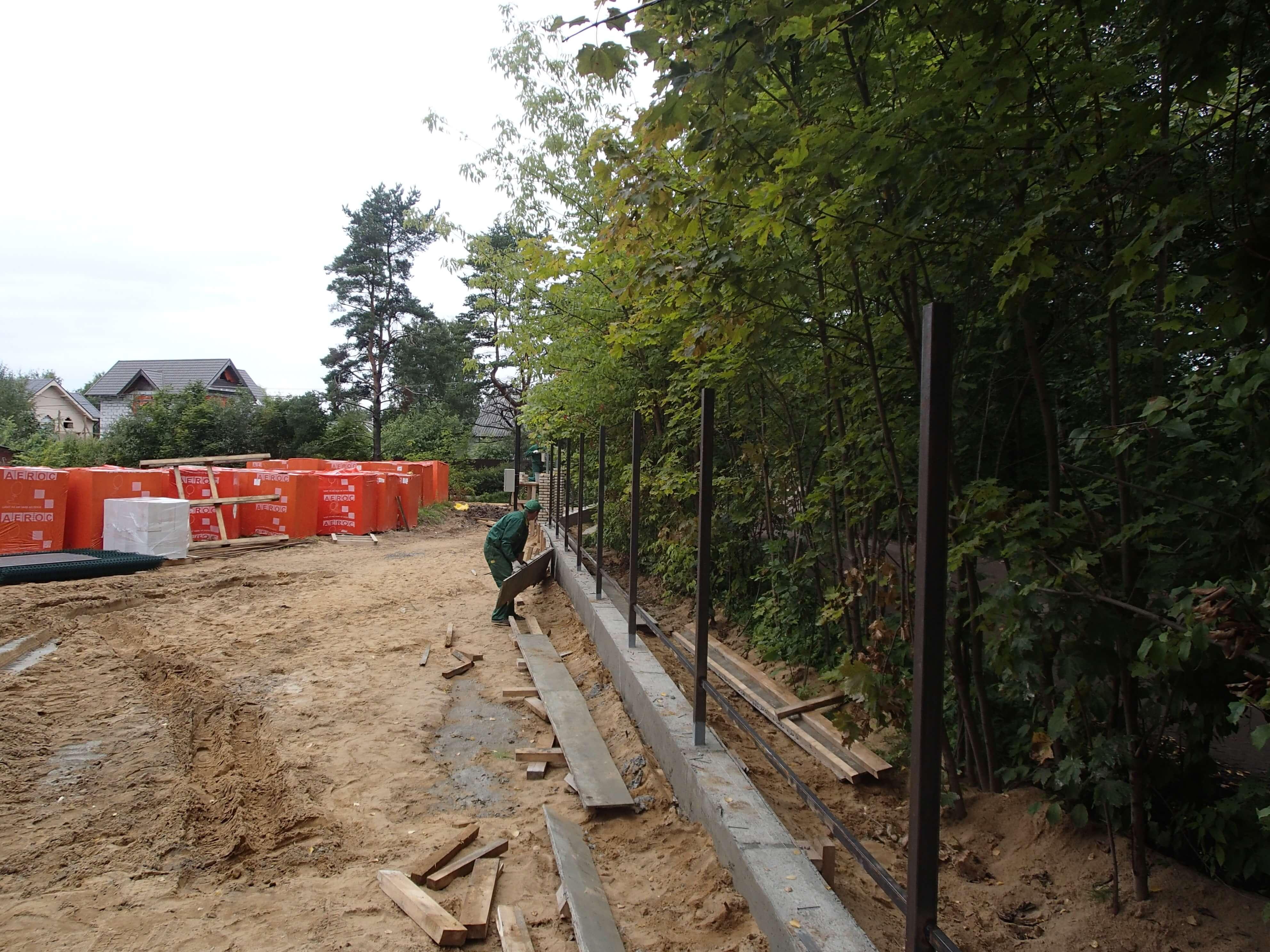 Ленточный фундамент под забор начало